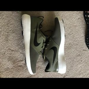 Nike Roshe Spikeless Golf Shoes sz 14 Olive Green